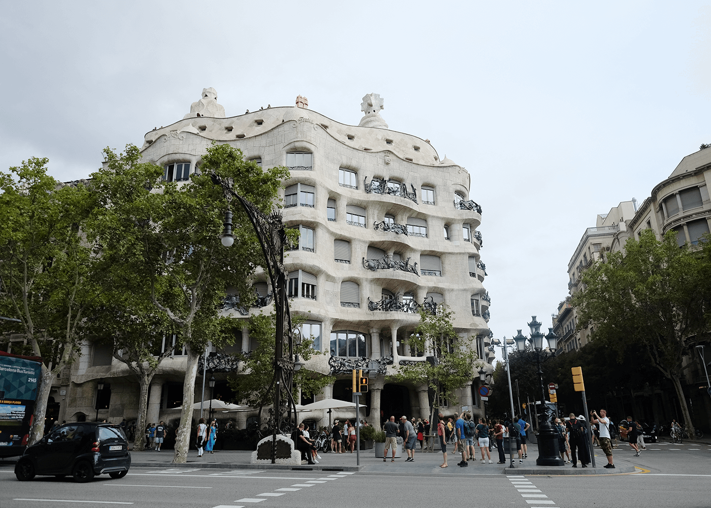 Casa Milà(カサ ミラ)