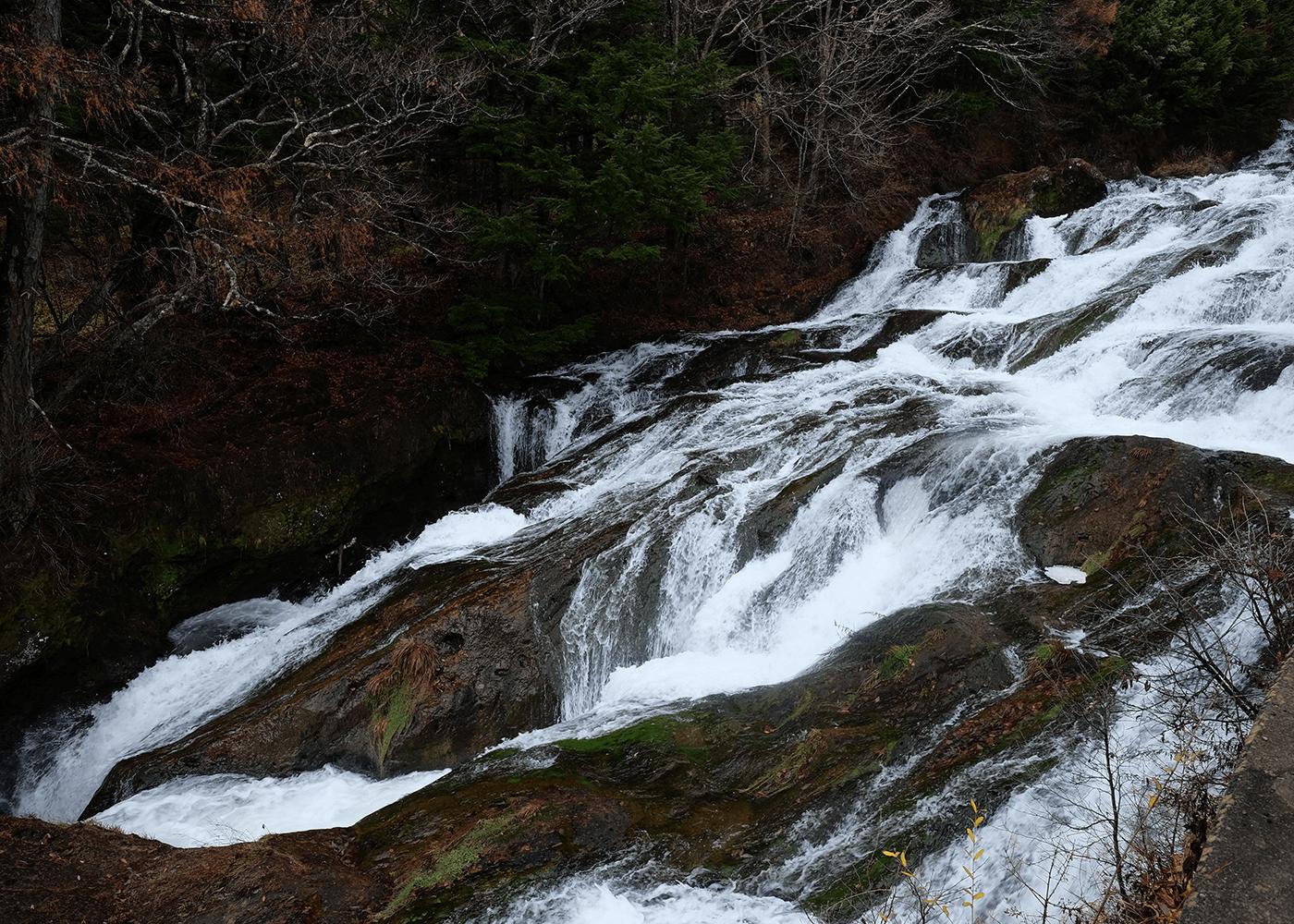 龍頭の滝(Ryūzu Falls)