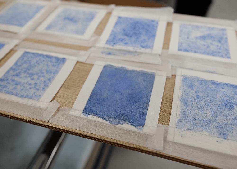 女子美術大学「石であそぶ 石を砕いてオリジナル絵の具で作品づくり」